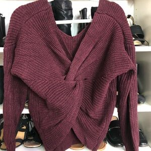 Burgundy sweater w/ twisted back Detail
